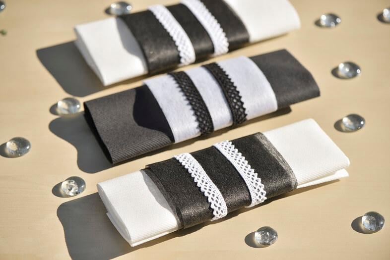 Decoration de serviette avec ruban dentelle