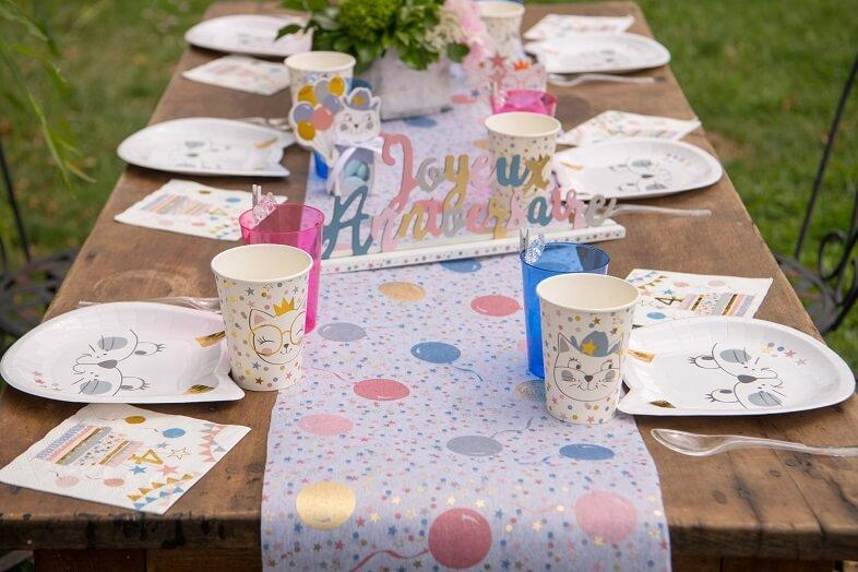 Decoration de table avec chemin de table anniversaire enfant