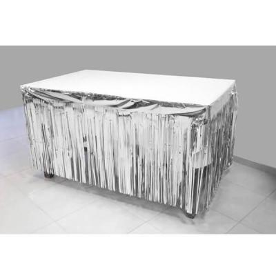 Décoration de table avec jupon argenté métallisé avec des franges 74cm x 4.20m (x1) REF/GUI084