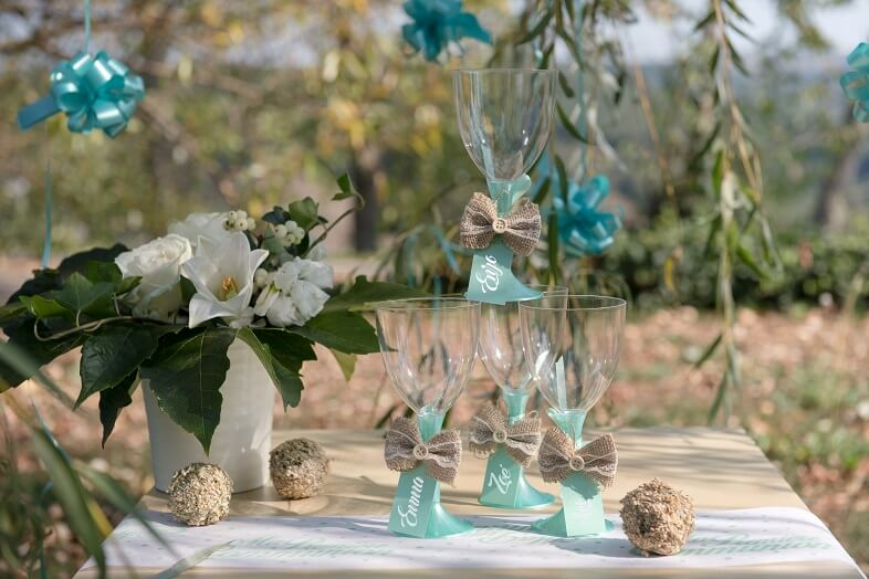 Decoration de table avec noeud en dentelle et en jute