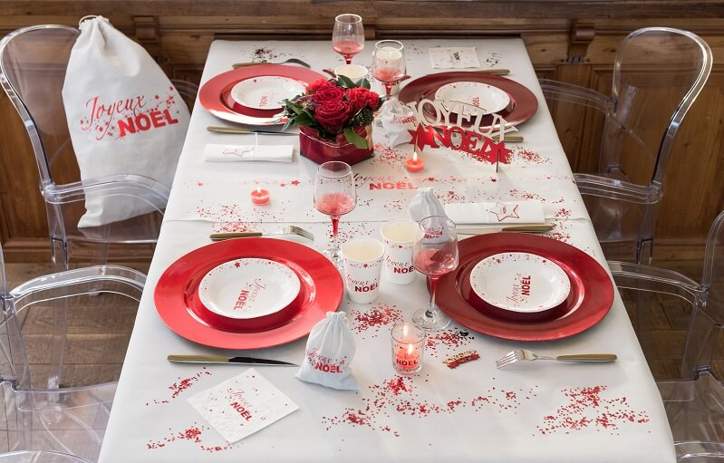 Decoration de table avec paillettes rouges