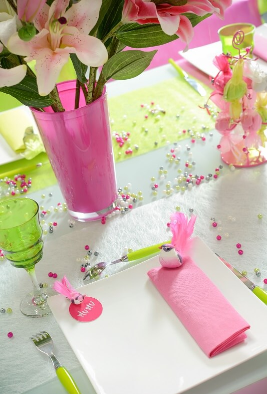 Decoration de table avec perle fuchsia
