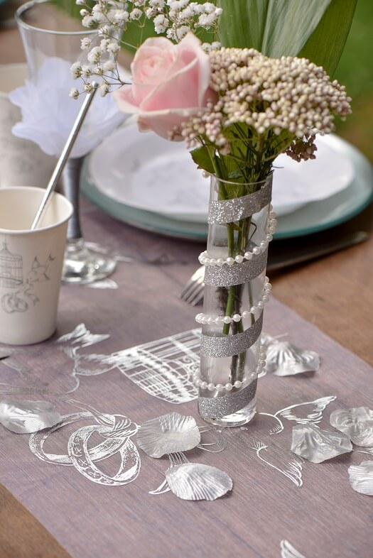 Decoration de table avec petale de rose argent