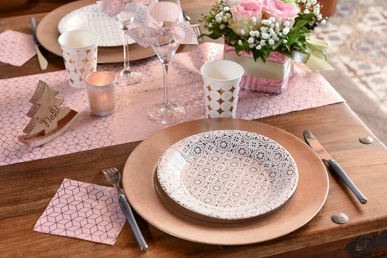 Decoration de table avec serviette carreau de ciment cuivre et rose