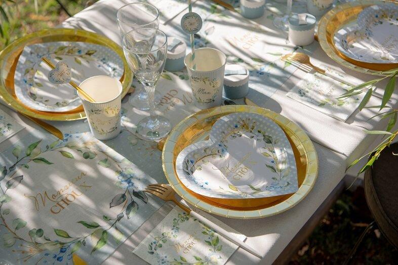 Decoration de table baby shower bleu ciel avec assiette coeur