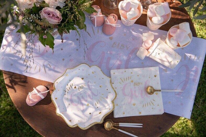 Decoration de table baby shower fille rose avec vaisselle