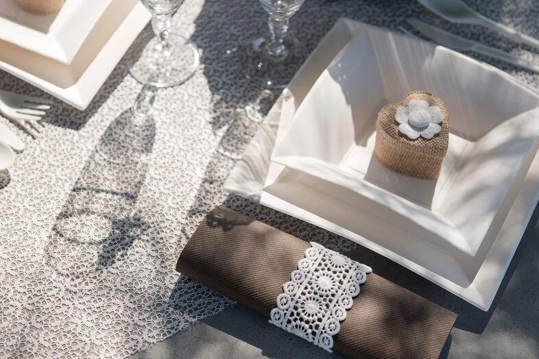 Decoration de table blanche avec dentelle 1