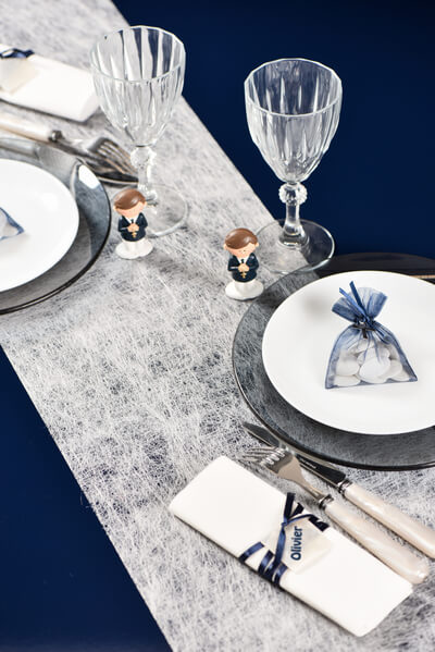 Decoration de table blanche et bleue