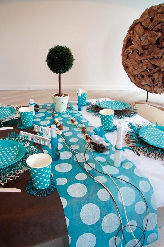 Decoration de table bleu turquoise avec pois