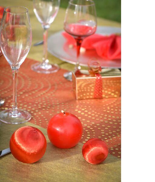 Decoration de table boule rouge