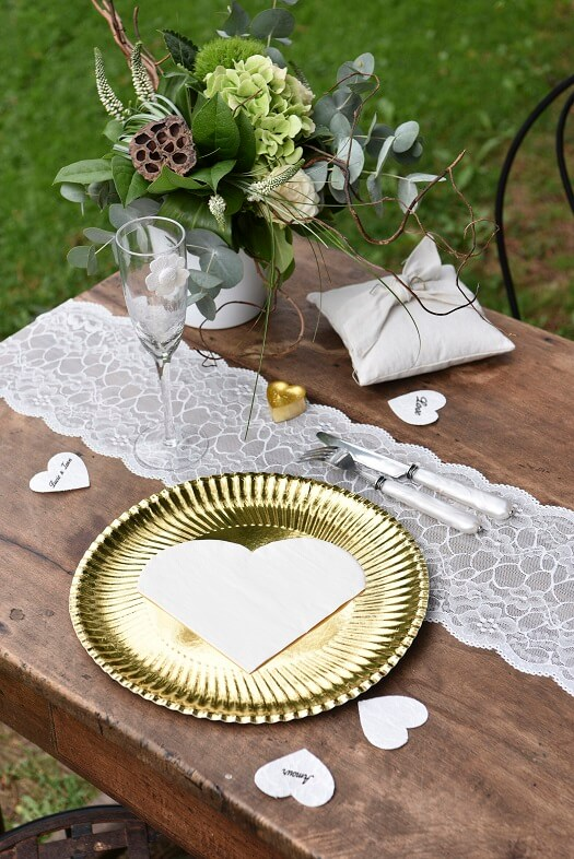 Decoration de table coeur blanche