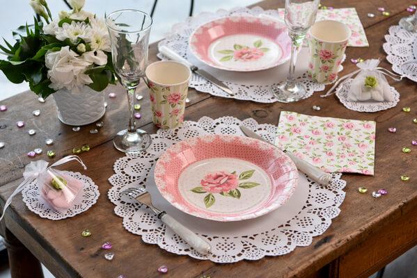 Decoration de table dentelle blanche 1