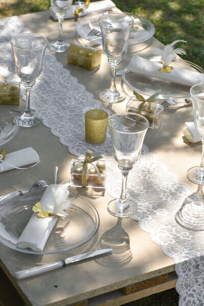 Decoration de table dentelle blanche