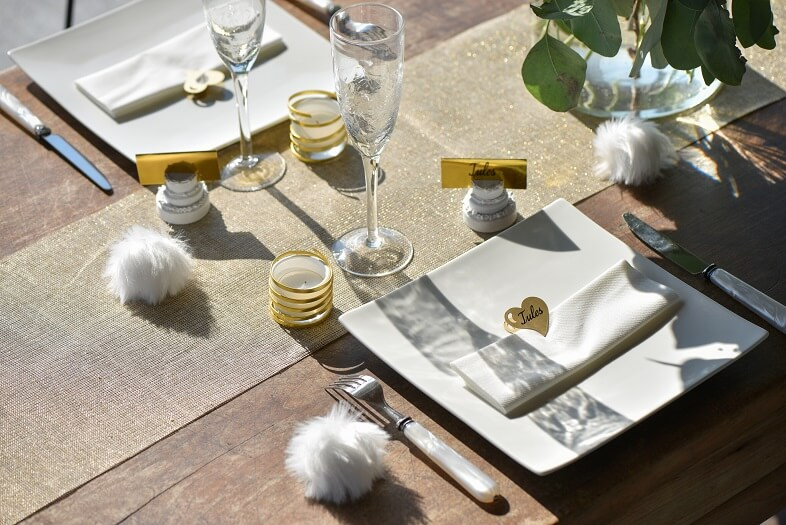 Decoration de table dore lurex avec chemin