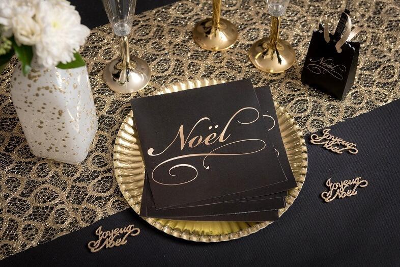 Decoration de table elegante de noel noir et or