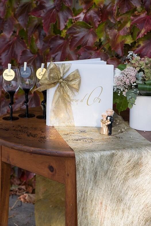 Decoration de table elegante doree metallisee