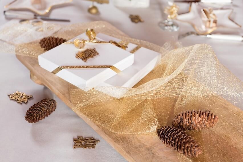 Decoration de table elegante resille doree