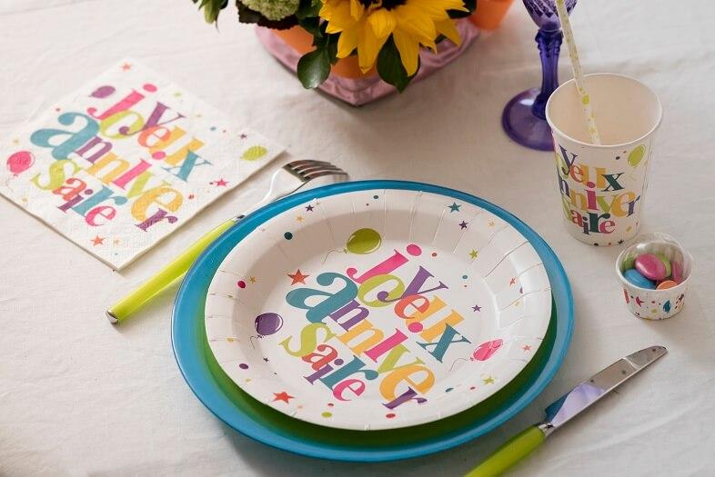 Decoration de table festive joyeux anniversaire