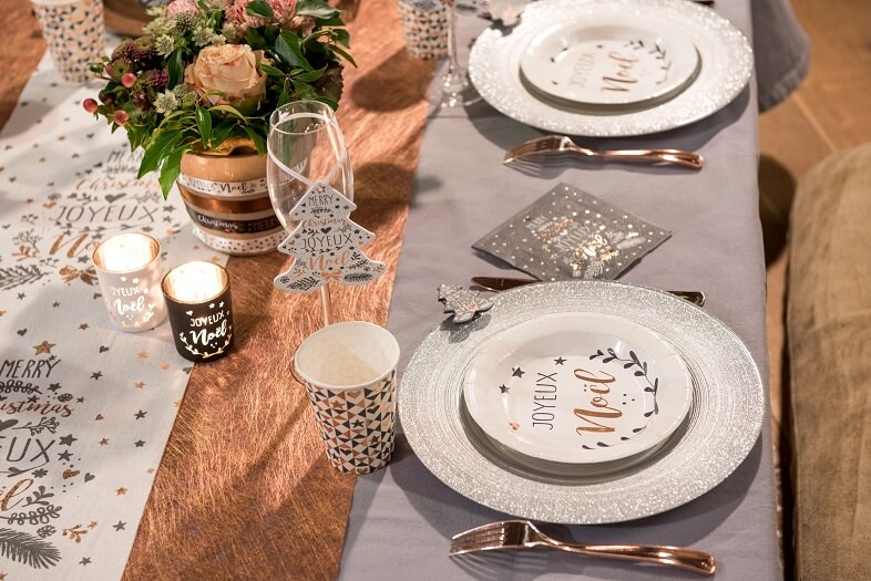 Decoration de table grise joyeux noel