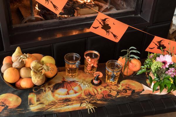 Decoration de table halloween avec citrouille et sorciere