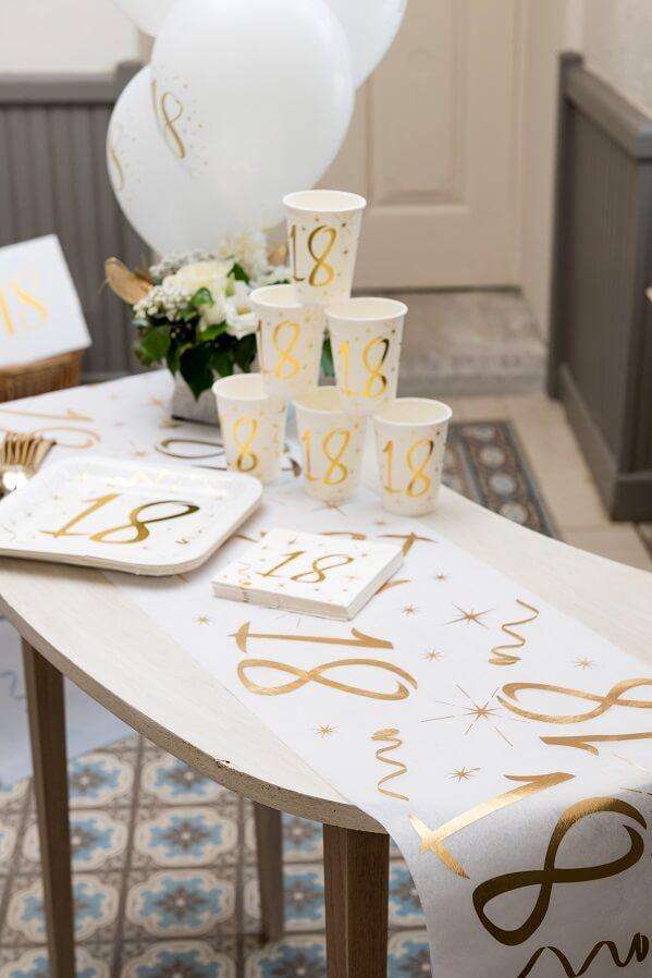Decoration de table joyeux anniversaire 18ans blanc et or