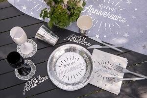 Decoration de table joyeux anniversaire argent et blanc