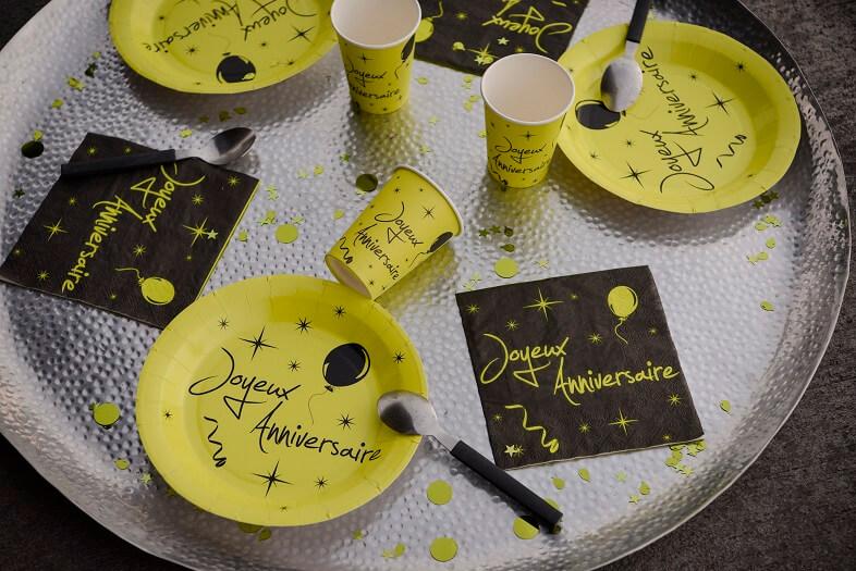 Decoration de table joyeux anniversaire avec gobelet vert et noir