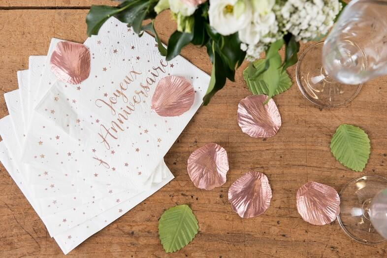 Decoration de table joyeux anniversaire blanc et rose gold