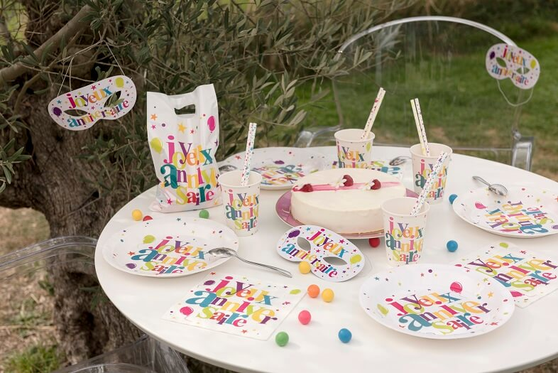 Decoration de table joyeux anniversaire multicolore 1