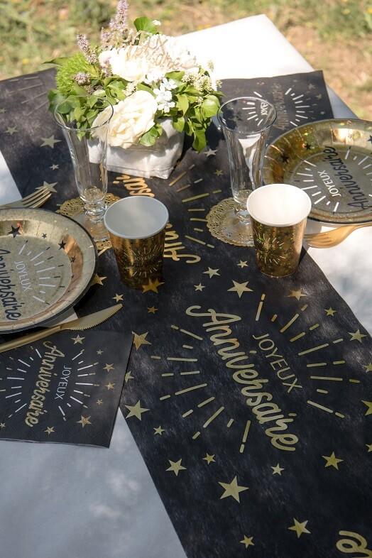 Decoration de table joyeux anniversaire noir et or metallique