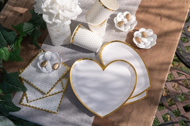 Decoration de table mariage coeur blanc et or avec assiette