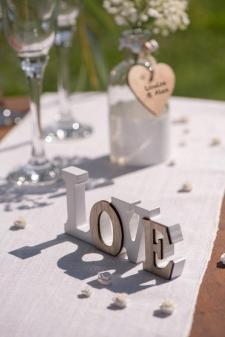 Location d'une lettre love en bois pour votre décoration de table mariage (x1) REF/EV-309