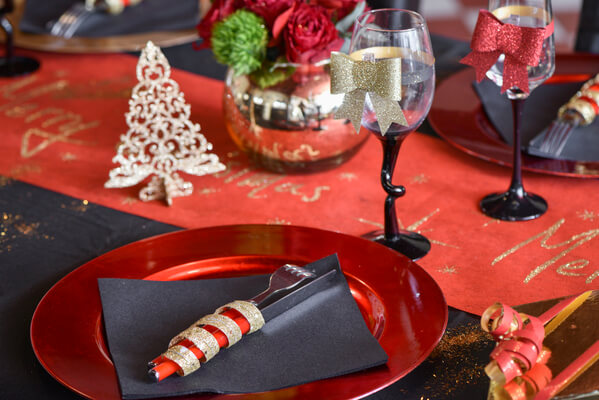 Decoration de table or et rouge