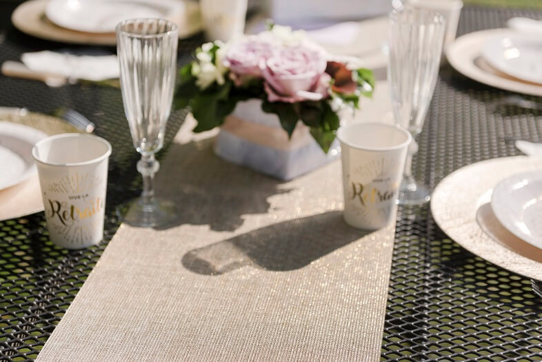 Decoration de table retraite avec chemin dore lurex