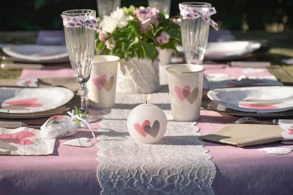 Decoration de table rose et blanche