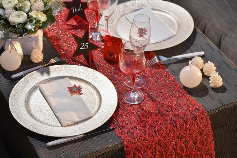 Decoration de table rouge pailletee