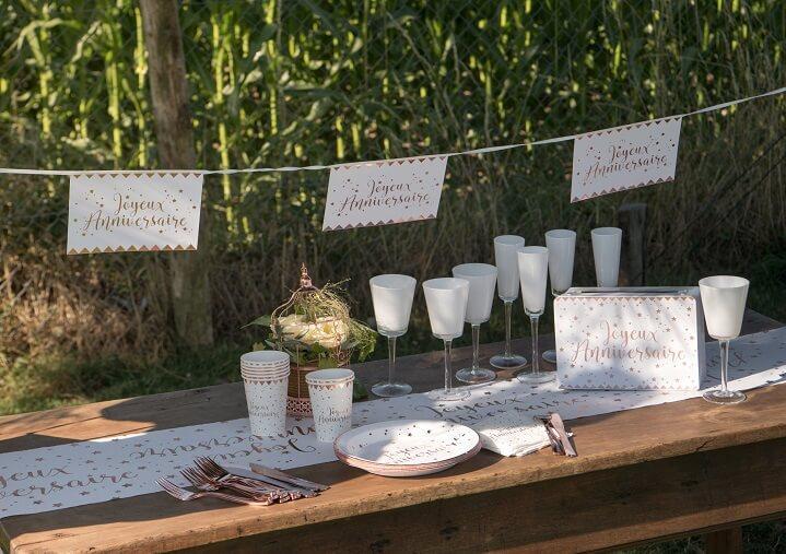 Decoration de table vaisselle joyeux anniversaire blanc et rose gold