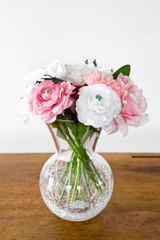Decoration de vase arrondi avec verre craquele