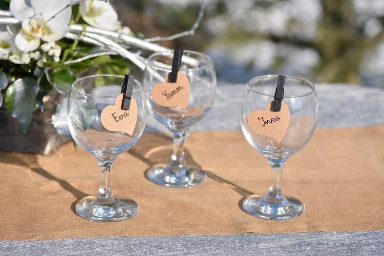 Decoration de verre avec marque place coeur mariage