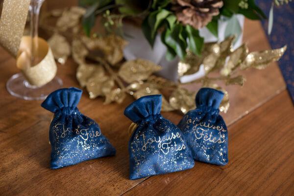 Decoration elegante nouvel an bleu marine et or