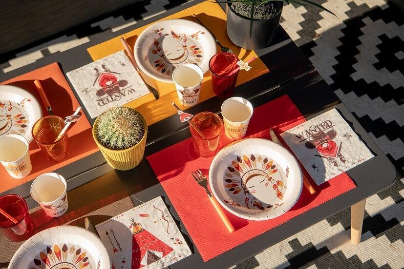 Decoration fete set de table rouge tissu airlaid