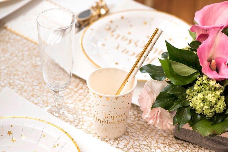 Decoration gobelet joyeux anniversaire blanc et or metallise
