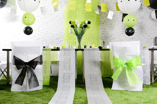 Decoration housse de chaise noire et blanche