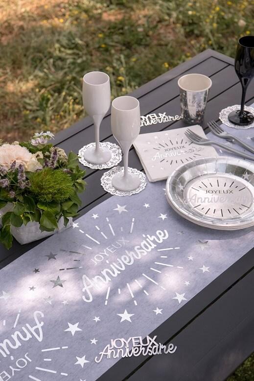 Decoration joyeux anniversaire blanc et argent metallique