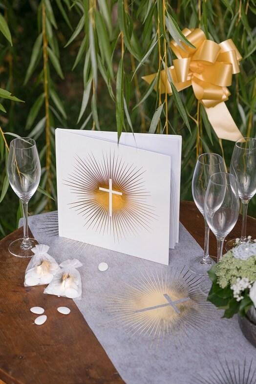 Decoration livre d or communion croix blanc et or