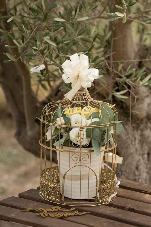 Decoration mariage avec cage metallique doree