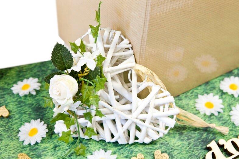 Decoration mariage coeur en rotin a suspendre