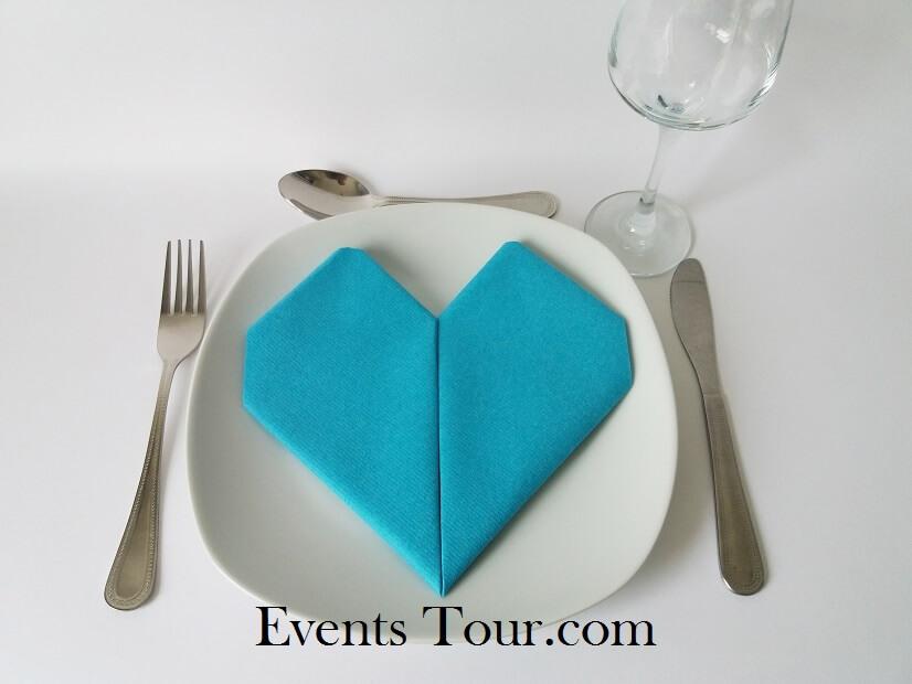 Decoration pliage de serviette mariage coeur bleu turquoise