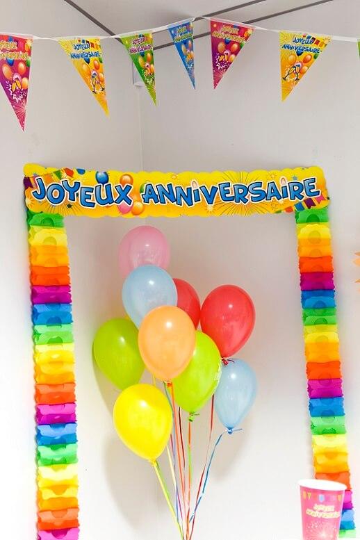 Decoration porte joyeux anniversaire multicolore