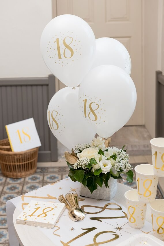 Decoration serviette et chemin de table anniversaire 18ans or metallise et blanc